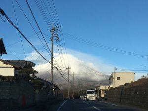 電線と富士山